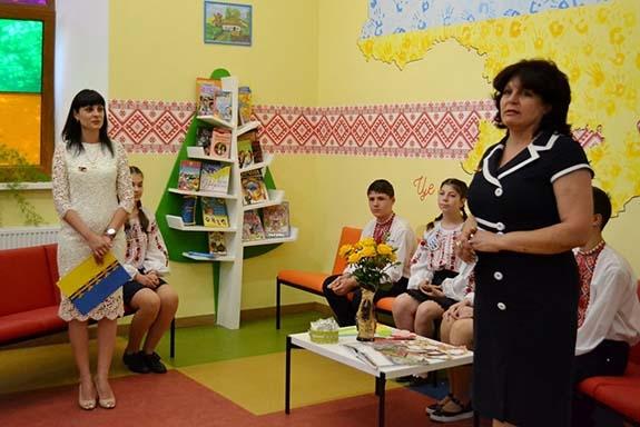 В Болградской гимназии открыли интерактивную украинскую комнату