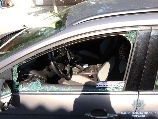 В Измаиле полицейские задержали вора, который разбил окно чужой машины и украл из нее видеорегистратор
