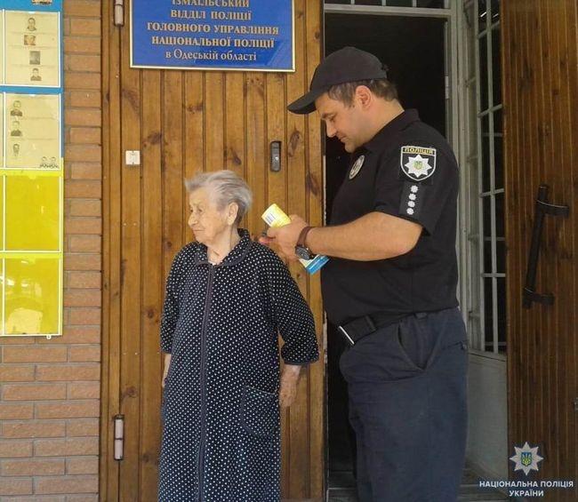 Измаильские полицейские помогли пожилой женщине вернуться домой