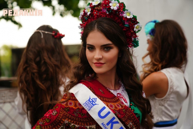 Бессарабская красавица поразила всех образом в национальном костюме