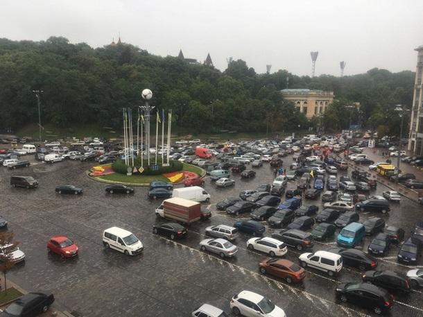 Автомобилисты перекрыли движение в центре Киева