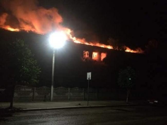 Молния попала в школу: пожар уничтожил целый этаж