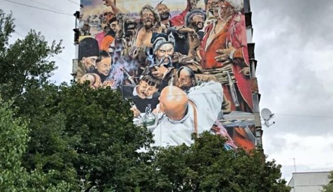 В Чугуеве на многоэтажном доме нарисовали картину Репина