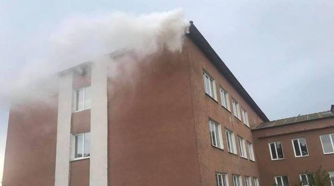 От удара молнии в Килийской ОТГ загорелась школа