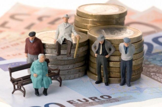 Минсоцполитики планирует лишить пенсий работающих пенсионеров