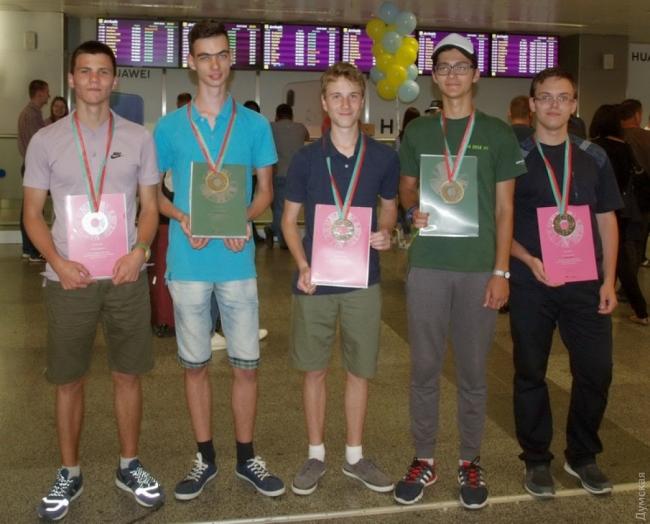 Украинские школьники отличились на международных олимпиадах по физике и химии