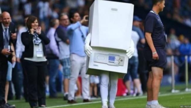 В Англии талисманом футбольной команды стал человек-бойлер