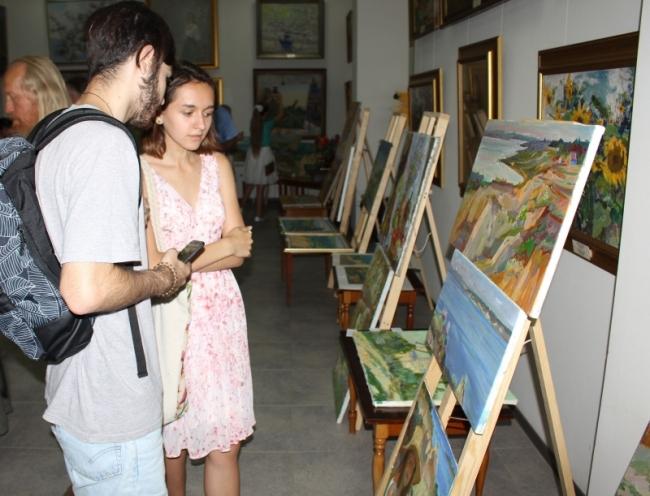 Выставка на час: в картинной галерее прошёл итоговый экспресс-вернисаж участников международного пленэра