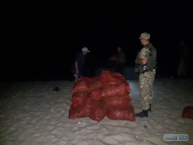 Черноморский рыбоохранный патруль задержал промысловиков, незаконно выловивших более тонны рапанов