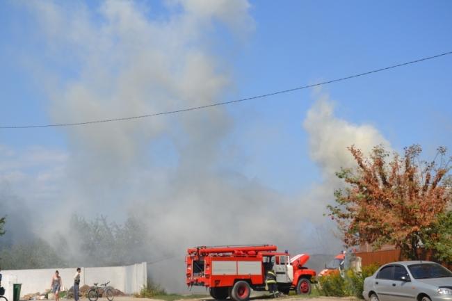 Два часа на ликвидацию: в карьере по Нахимова пожарные спасали жилые дома и гаражи