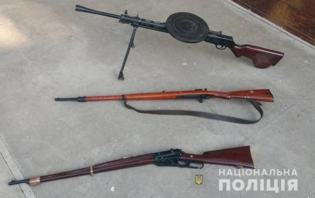 Пулемёт, две винтовки и пистолет: арсенал оружия изъяли у жителей Подольска