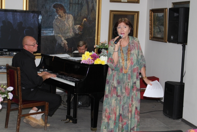 Людмила Олейник и её любовная лирика: в картинной галерее состоялся вечер-встреча с поэтессой