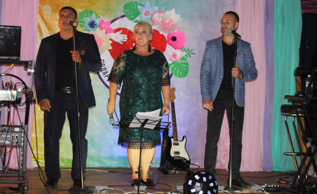 """В помощь детям """"Альнура"""": на морвокзале провели благотворительный концерт """"В кругу друзей"""""""