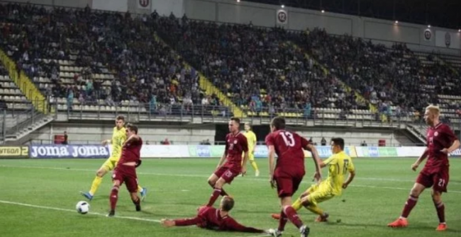 Сборная Украины благодаря чудо-голу на последних минутах матча победила Андорру