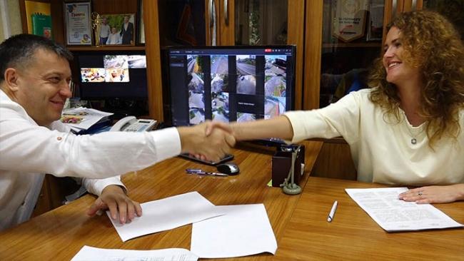 """Ренийский горсовет и ОО """"Четыре лапы Украина"""" подписали соглашение о регулировании численности бродячих собак в Рени"""
