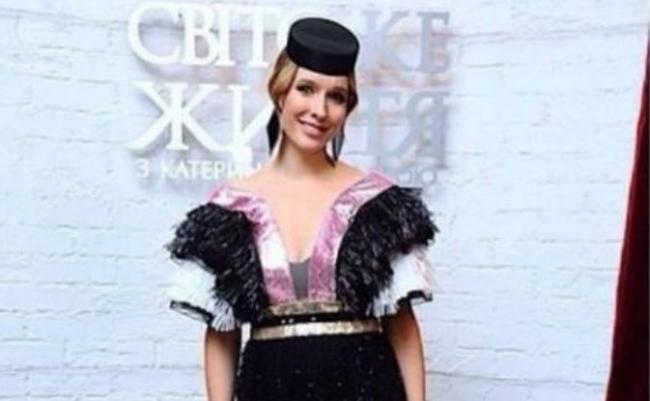 Королева шляп: 20 модных образов Кати Осадчей