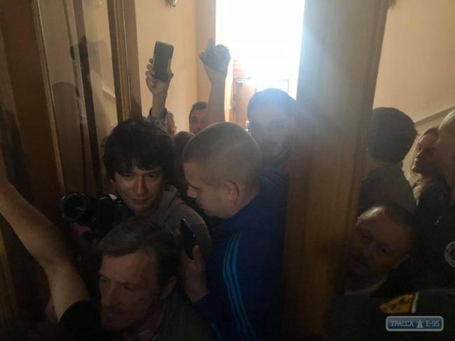 Группа людей ворвалась в здание Нацполиции в Одессе, требуя отставки глав органов правопорядка