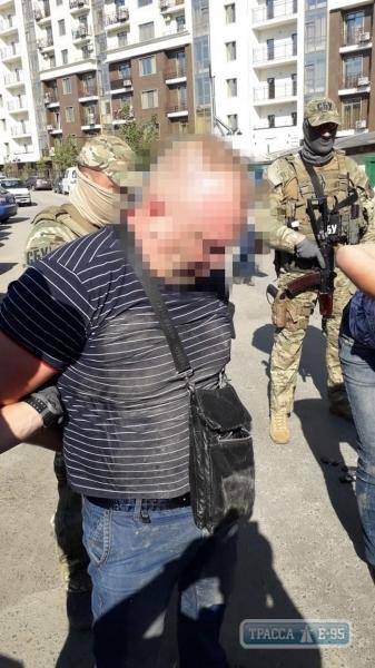 Одесские полицейские, которые подбрасывали наркотики, требовали от жертв до 20 тыс. долларов