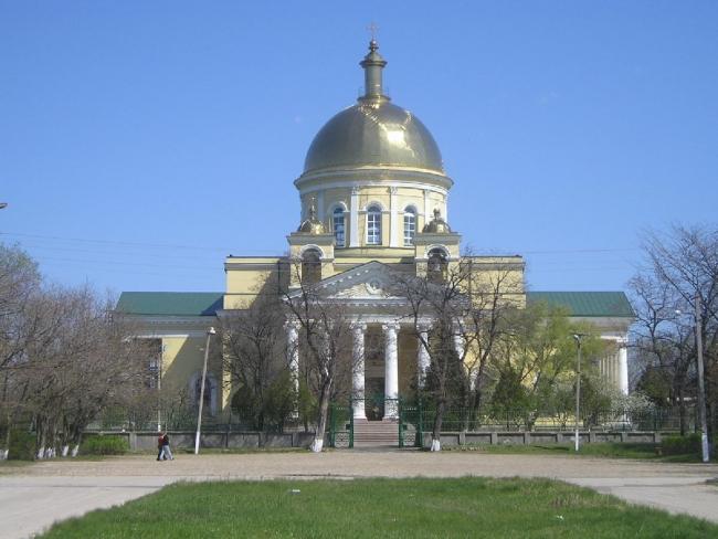 К юбилею главного собора бессарабских болгар решили «добить» историческое покрытие площади перед храмом