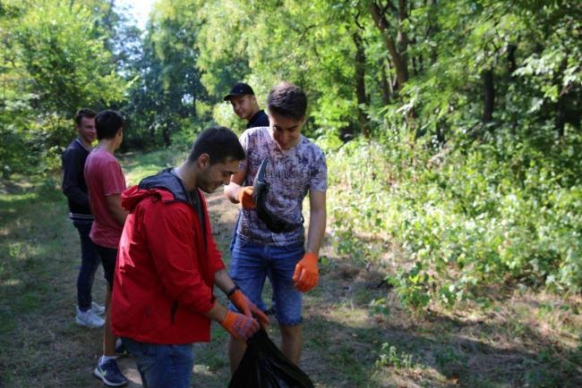 Гагаринский лесок стал чище благодаря волонтёрам