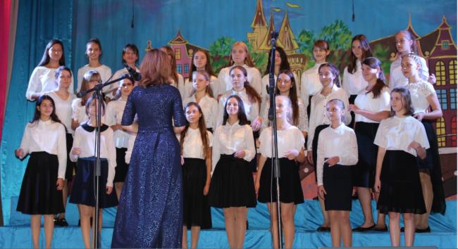 Юные звёздочки города дали концерт для пожилых людей
