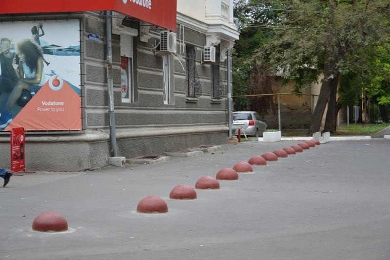 В Измаиле многоэтажке вернули тротуар