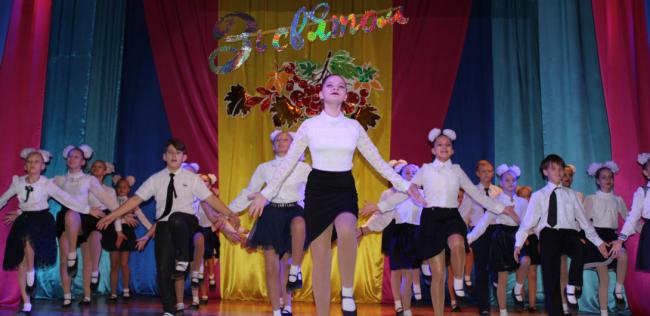 Учителей Измаила поздравили праздничным концертом