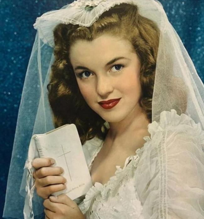 В сети появились фото 19-летней Мэрилин Монро, сделанные до её мировой славы