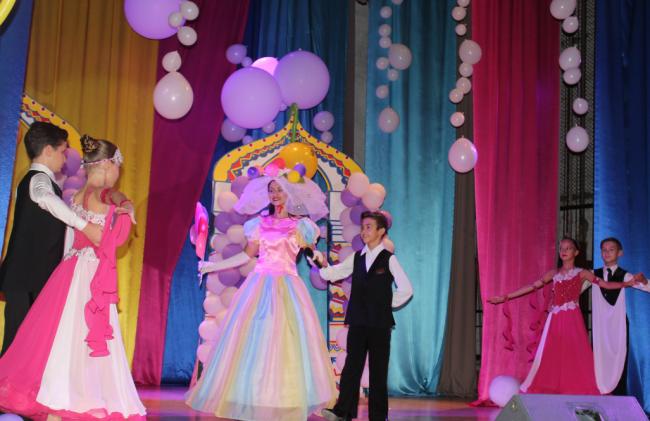 """""""Шар-шоу"""" в ДК: разноцветная сказка с тысячей шаров"""