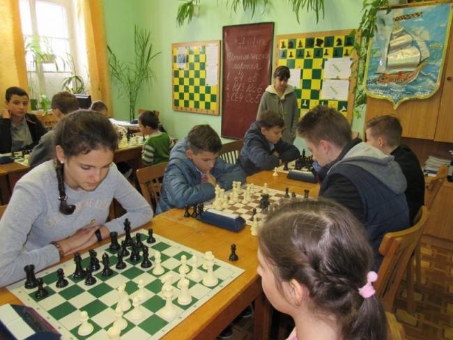 Школьники играли в шахматы