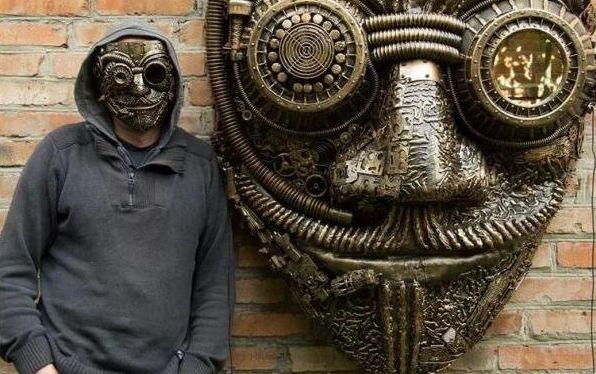 Украинец покоряет мир, изготавливая эксклюзивные вещи из железок: фантастические фото