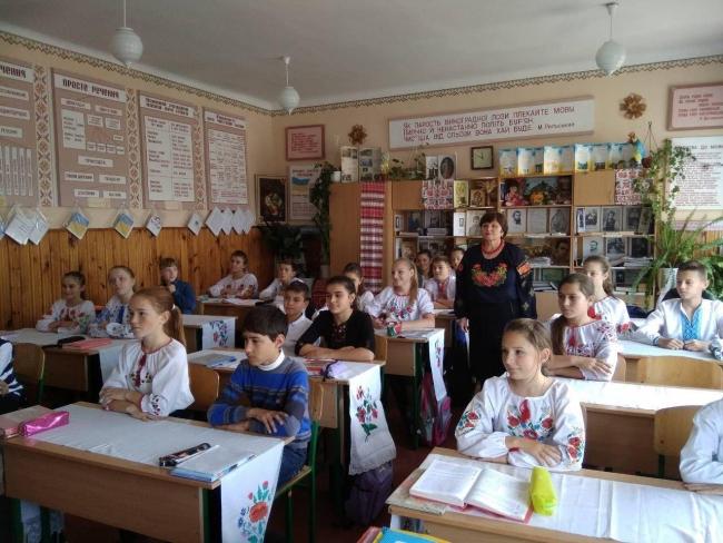 Почти 40 000 учащихся и педагогов Одесской области написали диктант национального единства