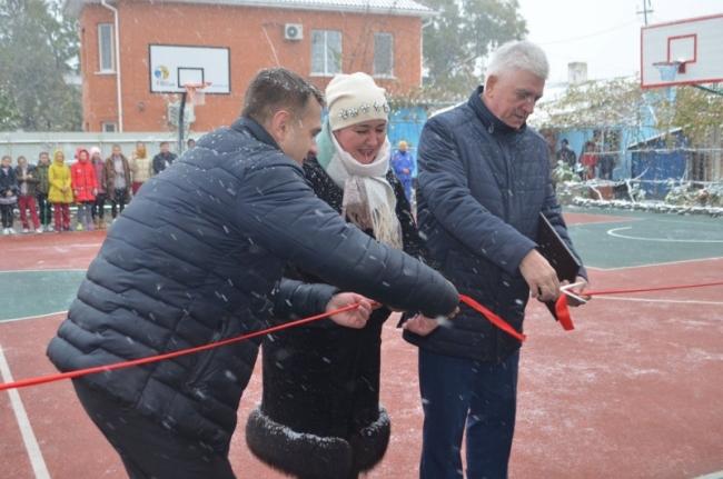 Новая баскетбольная площадка была открыта в Измаиле вместе с сезоном снега