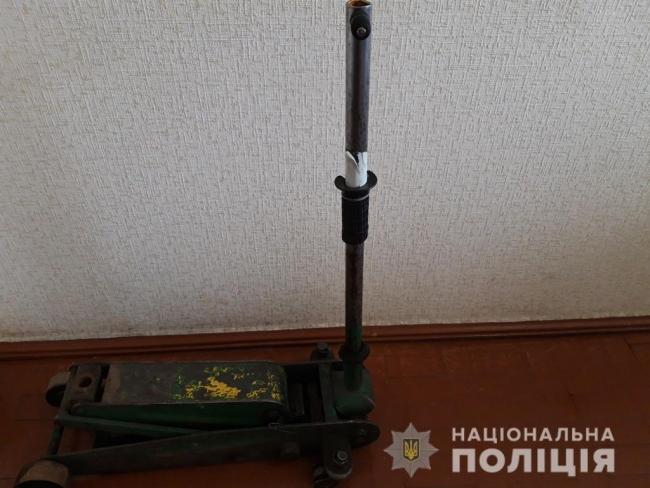 Вор продал домкрат стоимостью 3 тыс. грн в 15 раз дешевле