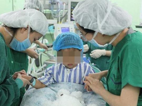 Трехлетняя девочка стала самой юной в мире пациенткой, пережившей рак груди