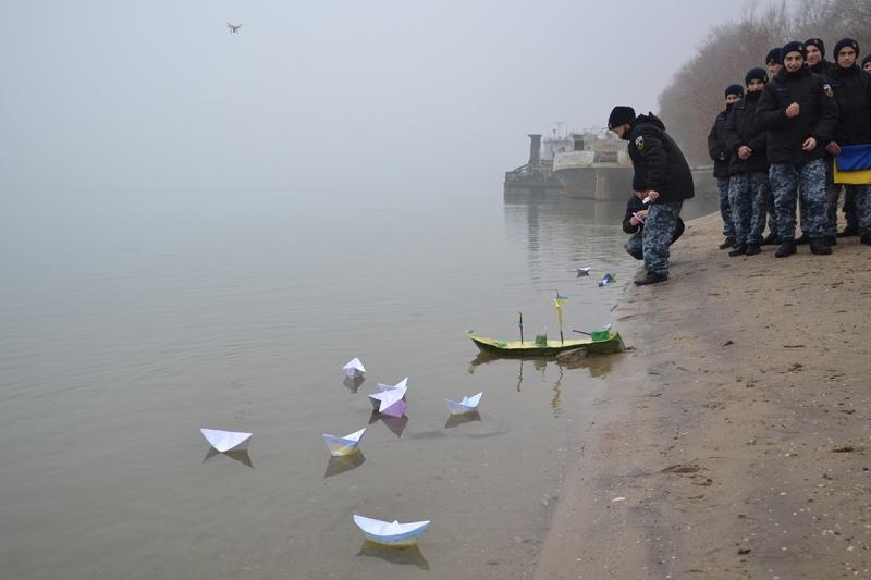 Бумажная флотилия на Дунае - в поддержку пленных украинских моряков