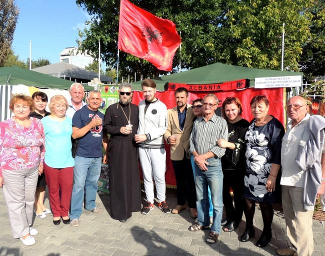 Ты, Албания, дала нам честь!