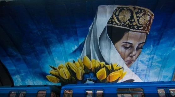 """Станция метро """"Осокорки"""" превратилась в арт-объект: впечатляющие фото"""