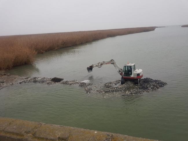 30 лет под водой: рабочие достали со дна рухнувший рыбозаградитель