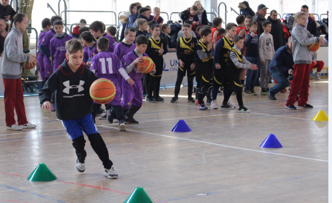 В Измаиле впервые стартовал новогодний областной баскетбольный фестиваль