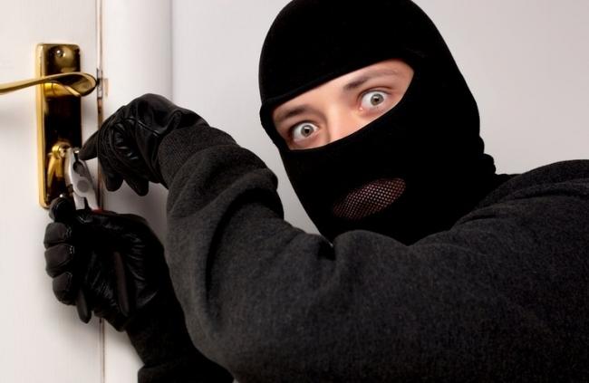 Холодильник продал, а плеер не успел: рецидивист опять попался на краже