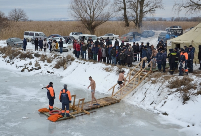 Жители Рени с удовольствием отметили Крещение на канале Векета
