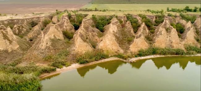 Сказочные пирамиды на берегу Ялпуга - творение воды и ветра