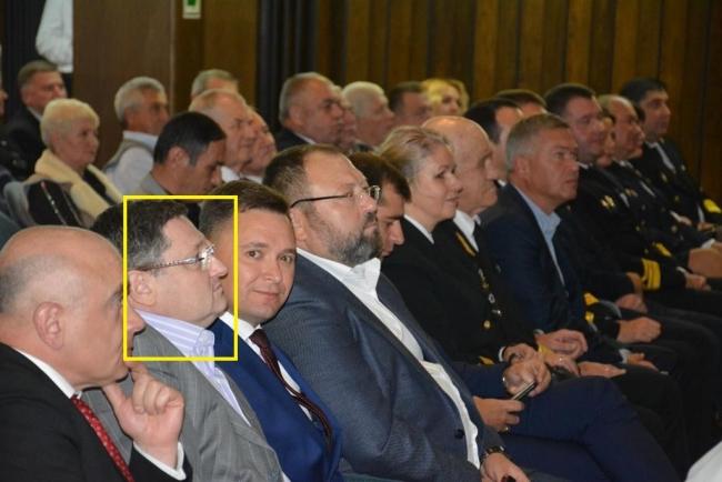 Звільнений радник Українського Дунайського пароплавства, ймовірно пійманий на хабарі, продовжує віддавати вказівки на підприємстві