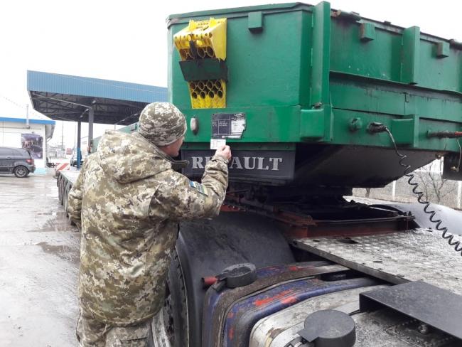 Пограничники Измаильского отряда не пропустили через границу авто с подозрительными номерами