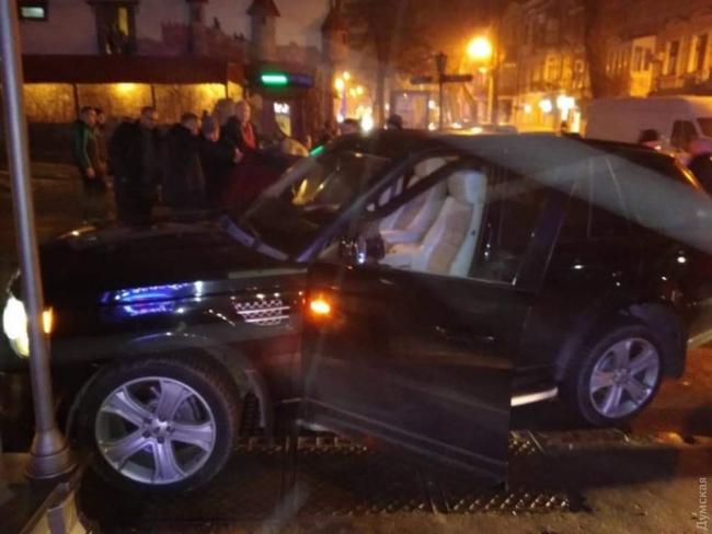 В центре Одессы произошло ДТП с участием кандидата в президенты: внедорожник Богомолец врезался в «Жигули»