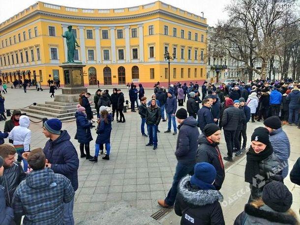 В Одессе организовали митинг-розыгрыш, пообещав 1 000 грн