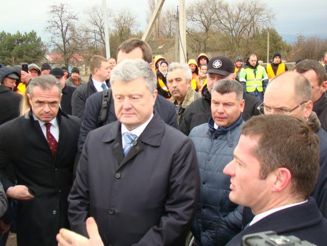 Президент Украины Пётр Порошенко открыл долгожданную объездную дорогу вокруг Рени