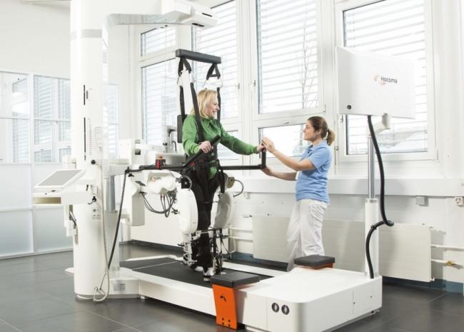 В Украине появился уникальный робот-тренажер, который возвращает пациентам возможность ходить