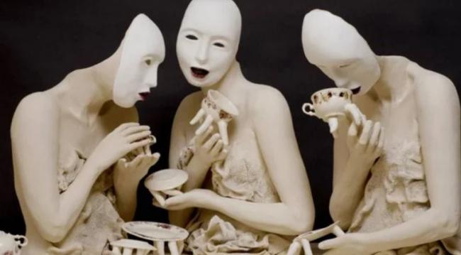 Чашки, которые могут укусить: фото сюрреалистических скульптур Ронит Баранги